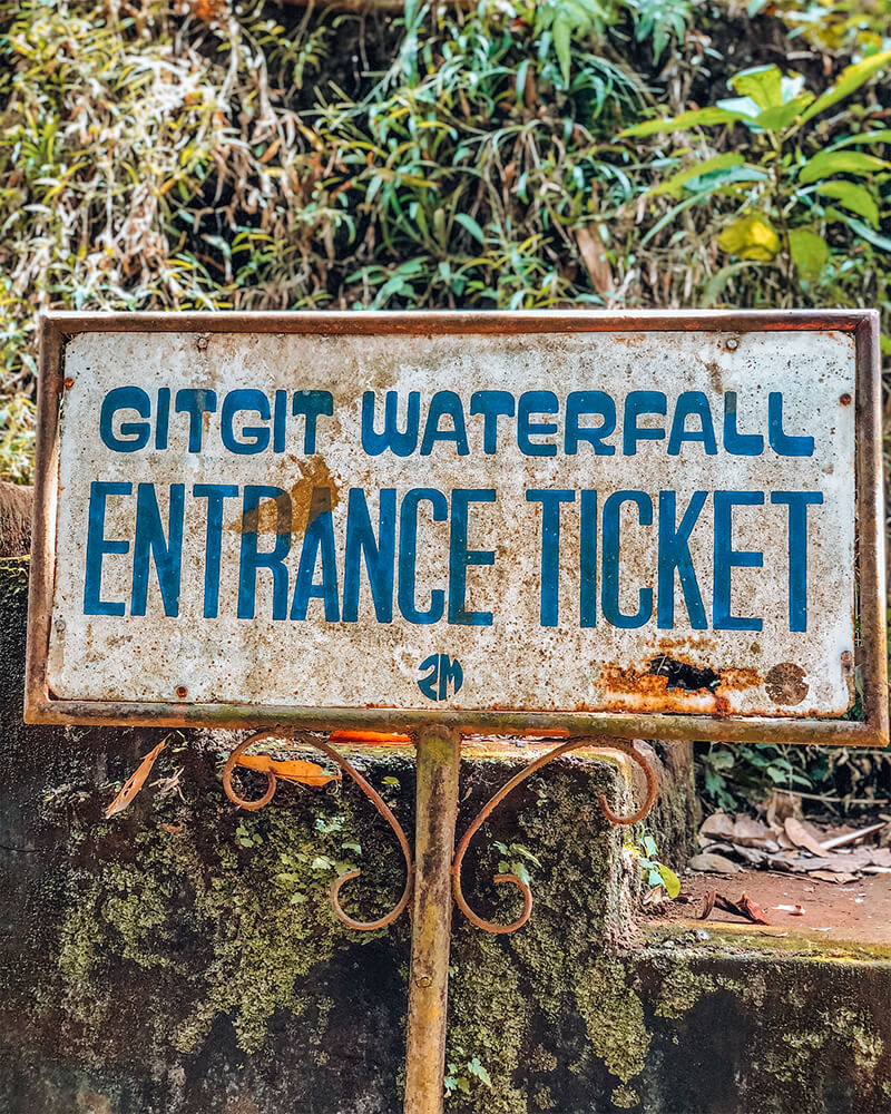 Photo of a sign to Git Git waterfall in Munduk