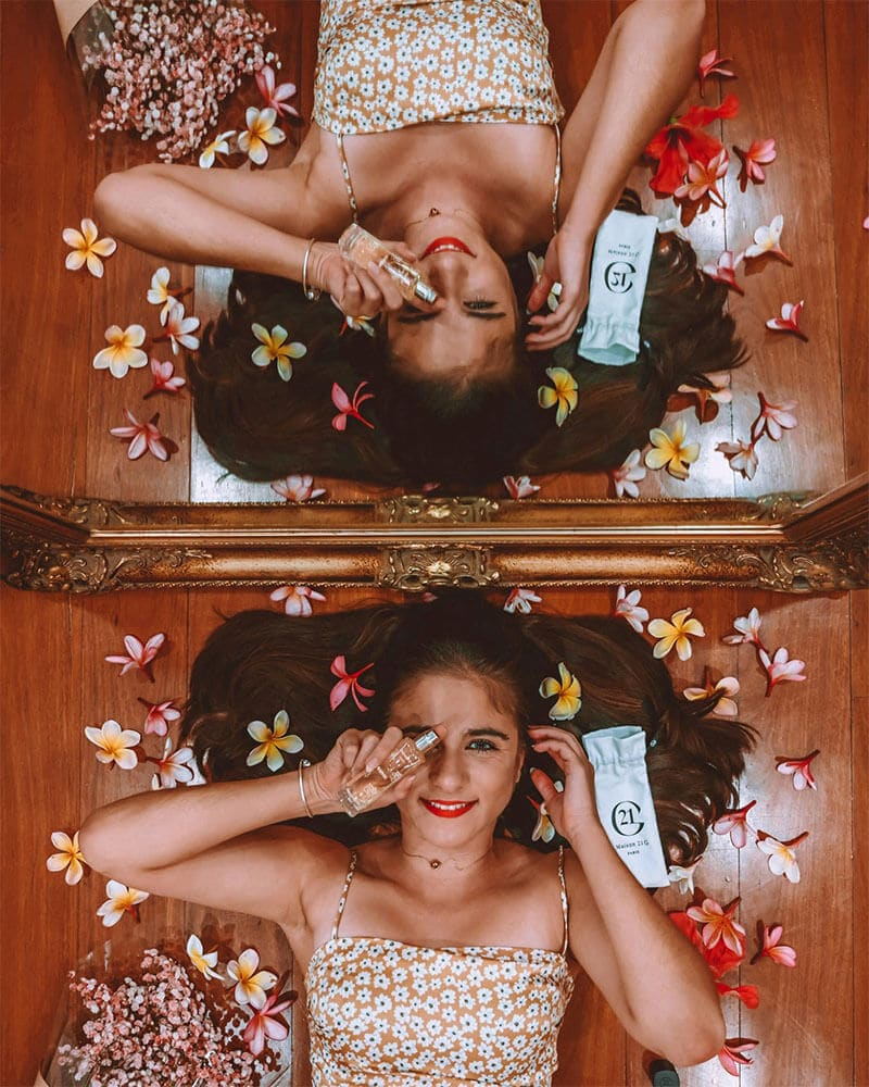 Raphie of OverpackedSuitcase with a creative mirror shot playing with reflections