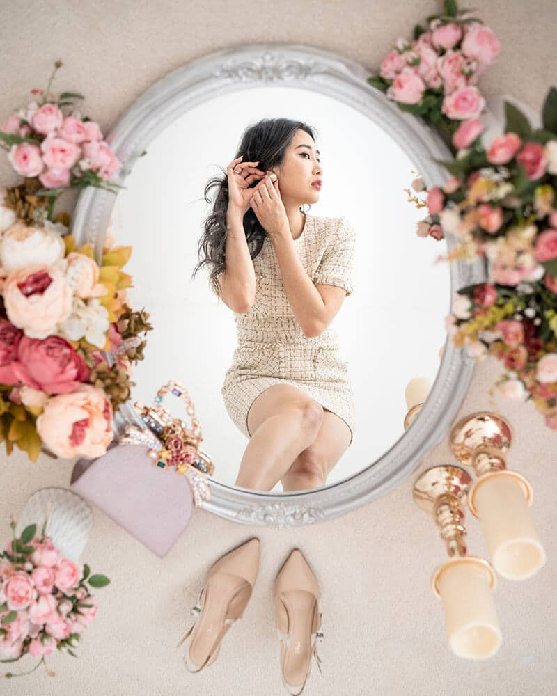 Tina from Of Leather and Lace and her stunning mirror photoshoot