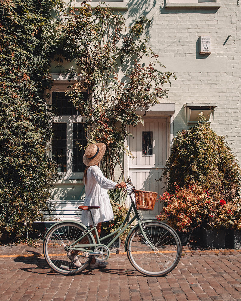 Solarpoweredblonde with a bike near Kynance Mews in Notting Hill - one of the most instagrammable places in London!
