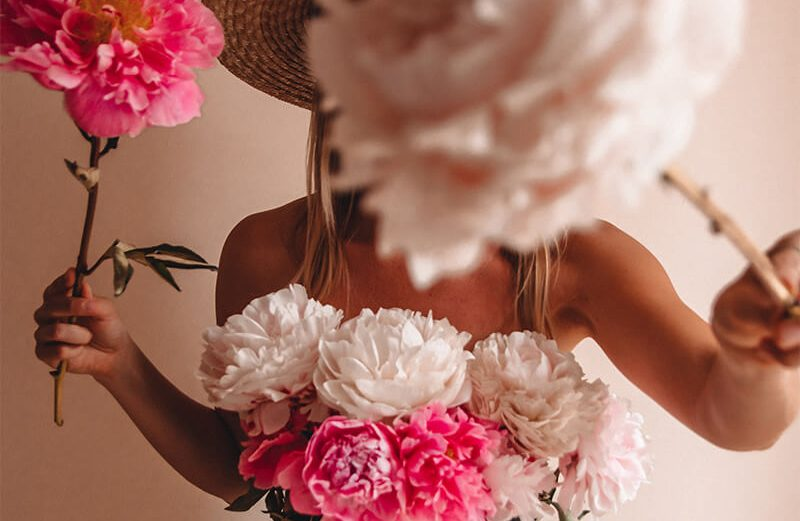 Girl holding flowers in a home photoshoot - home photoshoot ideas!