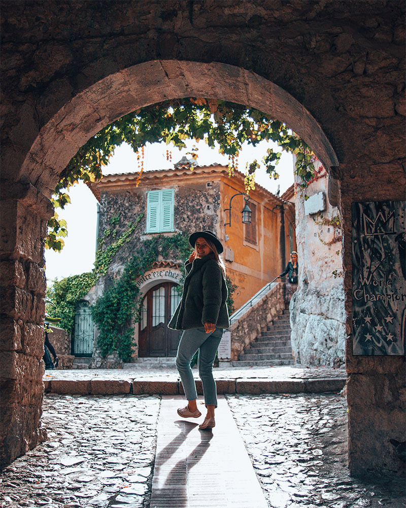 Solarpoweredblonde in Provence France - framing of a travel photo