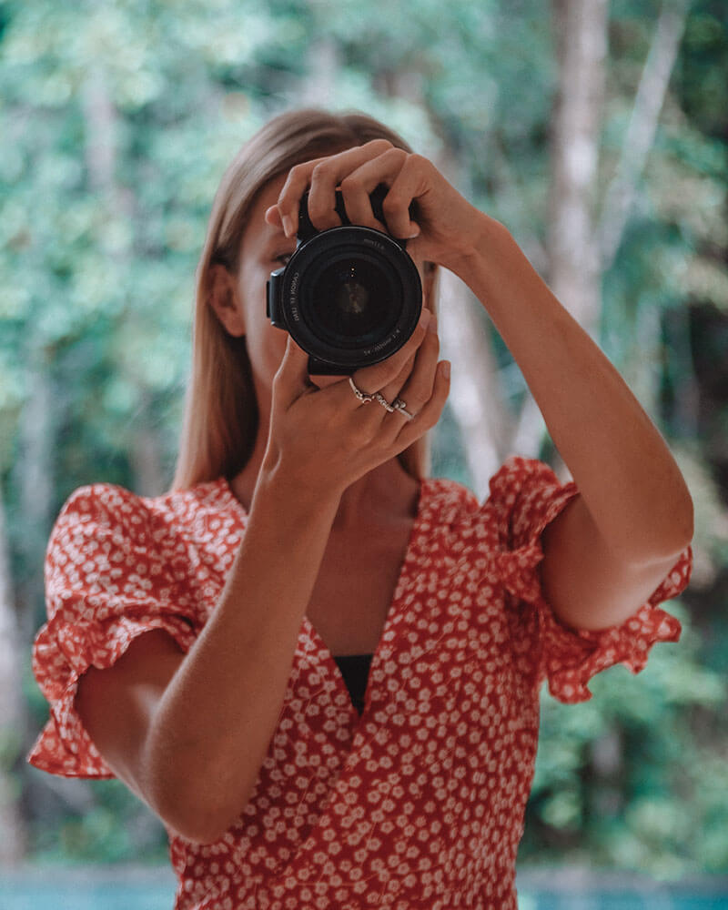 Solarpoweredblonde taking a photo in a mirror with a canon 77D - best camera for travel photography