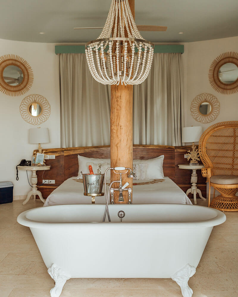 Free standing bath at the Palapa Lodge at the Boardwalk